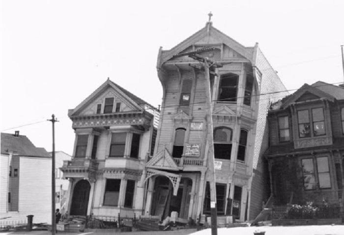 Накренившееся после землетрясения здания. США, Сан-Франциско, 1906 год.