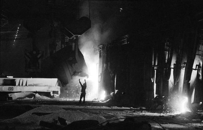 Крупное предприятие передельной металлургии. Великобритания, Уэльс, 1977 год.