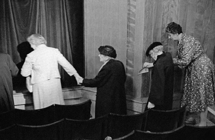 Перед началом концерта в театра Хэзлитт. Великобритания, Мейдстон, 1961 год.