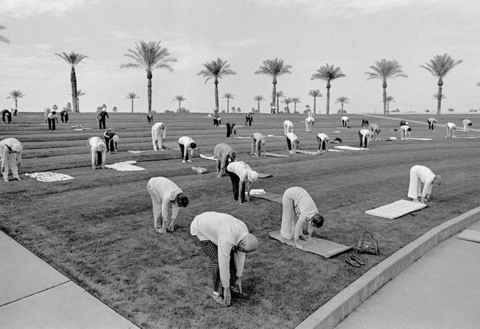 Утренняя зарядка в доме престарелых. США, Аризона, 1980 год.