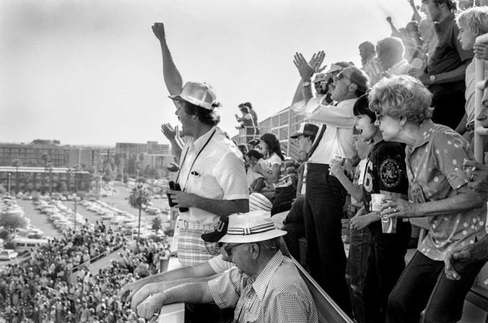 Болельщики университетской футбольной команды. США, Аризона, 1979 год.