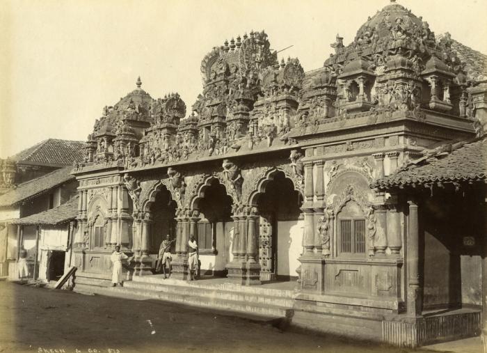 Вид на храм Брахмы в Коломбо.