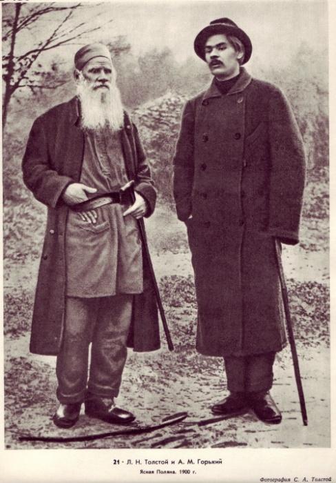 Лев Толстой и Максим Горький в 1900 году.