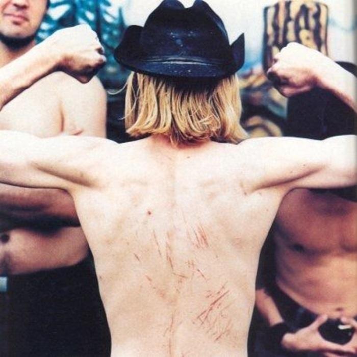 Известный вокалист и гитарист рок-группы Nirvana.