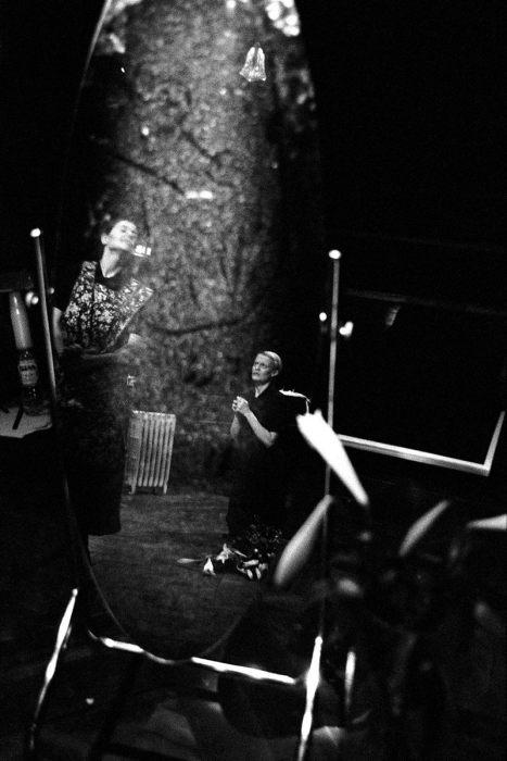 Кадр из пьесы Жана Жене. Великобритания, Театр Янг-Вик, Лондон, 1999 год.