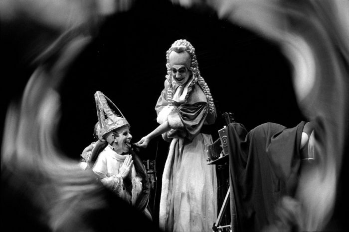 Джимми Картер в пьесе Жана Жене, режиссера Терри Хэндс. Великобритания, Барбикан-центр, Лондон, 1987 год.