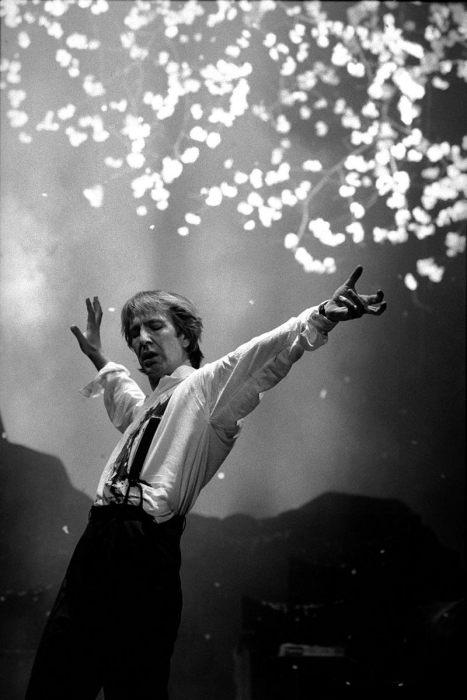Актёр Алан Рикман в пьесе Кунио Шимицу. Великобритания, Театр Пикадилли, Лондон, 1991 год.