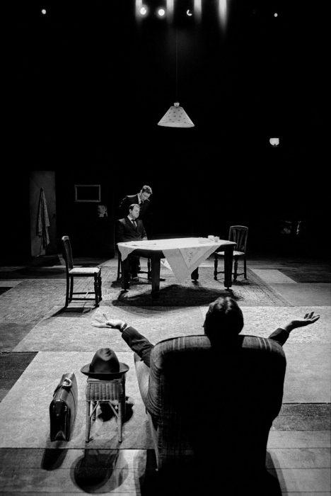 Фотография из пьесы Гарольда Пинтера. Великобритания, Крусибл-театр, Шеффилд, 2002 год.