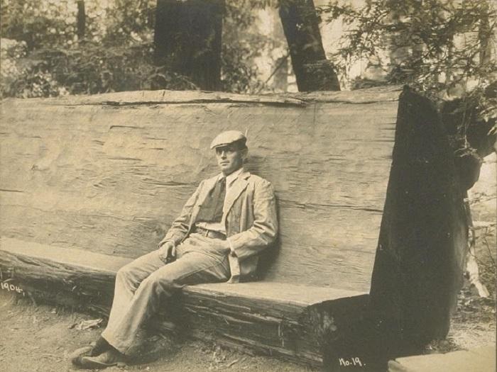 Джек Лондон отдыхает в Богемианской роще в 1904 году.