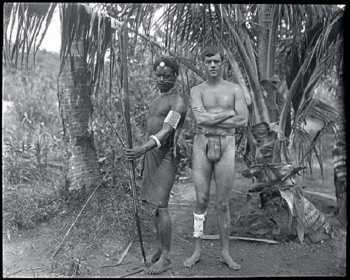 Американский путешественник Мартин Джонсон с аборигеном Соломоновых островов, 1908 год.