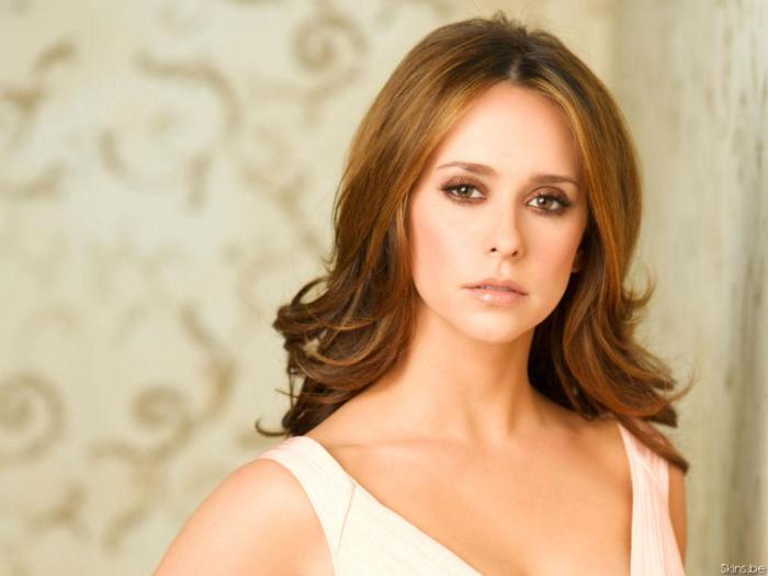 Американская актриса, продюсер, режиссёр и певица.