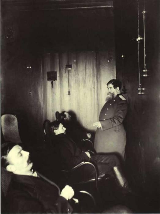 Сеанс профессора Бехтерева. Россия, Санкт-Петербург, 1913 год.