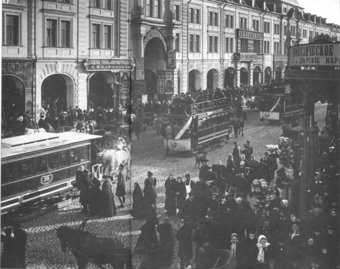 Одна из центральных улиц Санкт-Петербурга, которая проходит через исторический центр.