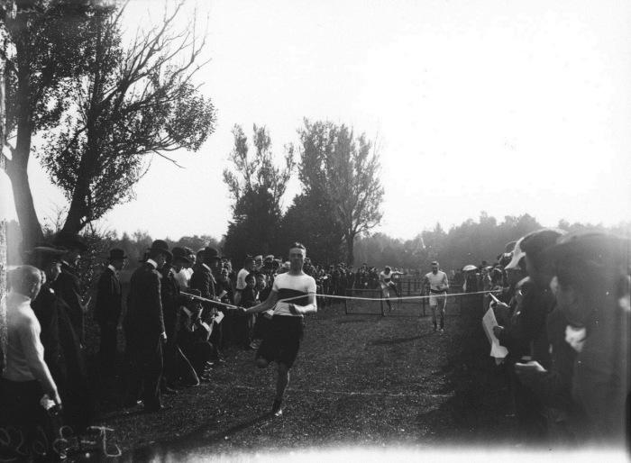 Легкоатлетические дисциплины, где спортсмены соревнуются в спринтерских видах бега.