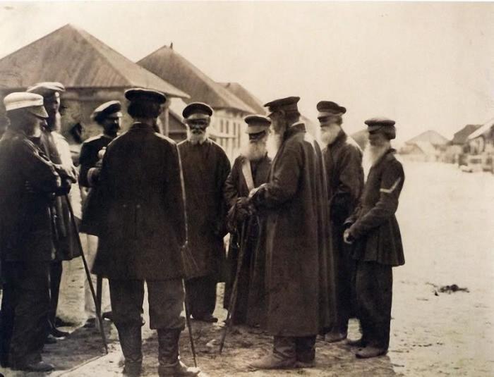 Казачьи старики с атаманом. Россия, 1875 год.