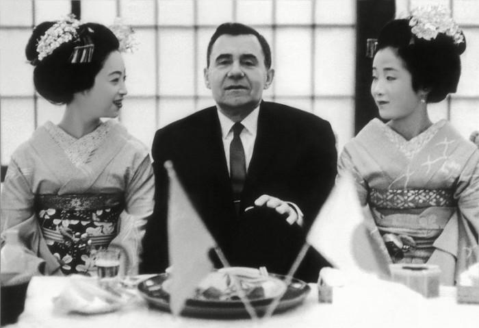 Во время первого посещения Японии по приглашению правительства, 1962 год.