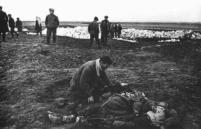 Похороны родных и близких. Крым, 1942 год.