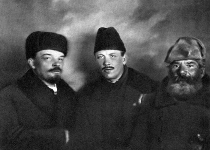 Российский революционер, писатель и  украинский делегат.