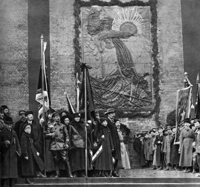 Владимир Ленин, Яков Свердлов, Варлаам  Аванесов и Михаил Владимирский.