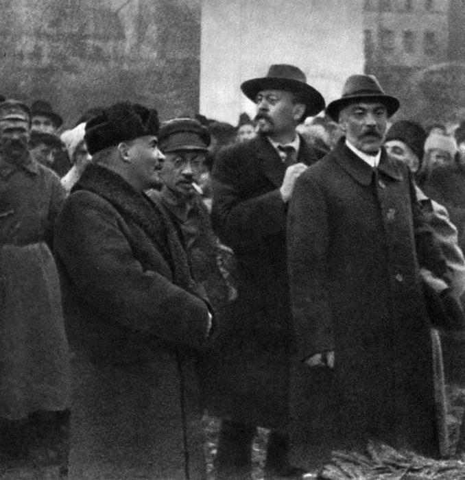 Церемония открытия памятника Марксу и Энгельсу. Москва, 1918 год.