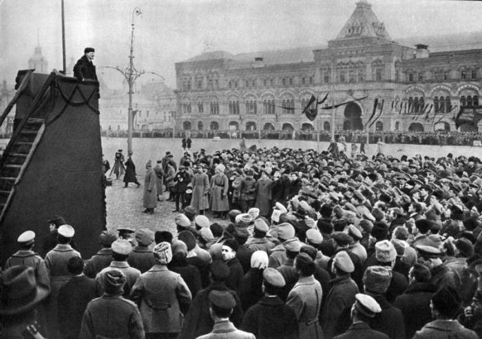 Торжественная речь Владимира Ленина в первую годовщину Великой Октябрьской социалистической революции.