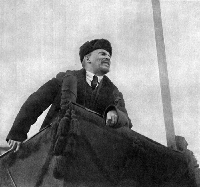 Речь Ленина во время празднования годовщины Великой Октябрьской социалистической революции.