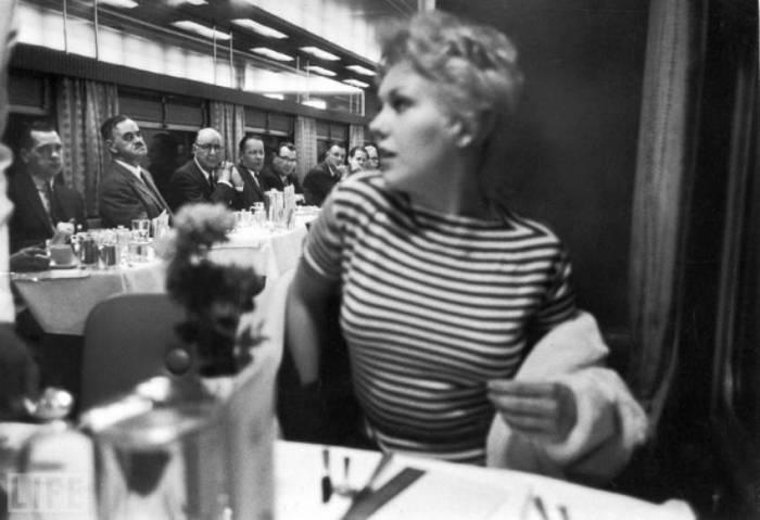 Автор фотографии: Леонард Маккомб, 1956 год.