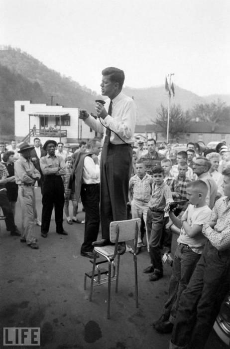 Джон Кеннеди во время предвыборной кампании в 1960 году.
