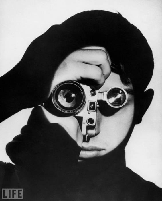Портретный снимок Денниса Стока. Автор фотографии: Андреас Фейнингер, 1951 год.