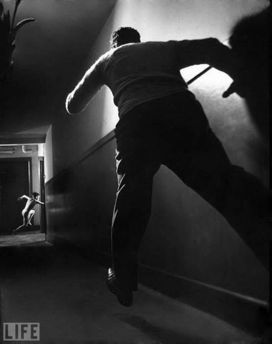 Отчаянная попытка сбежать из детского дома. Автор фотографии: Ральф Крэйн, 1947 год.