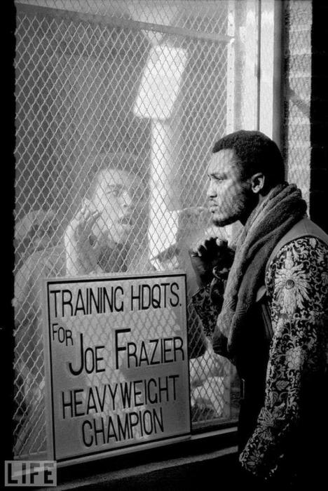 Мухаммед Али перед боем с Джо Фрейзером в 1971 годe.