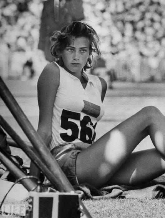 Шведская легкоатлетка. Автор фотографии: Джордж Силк, 1956 год.