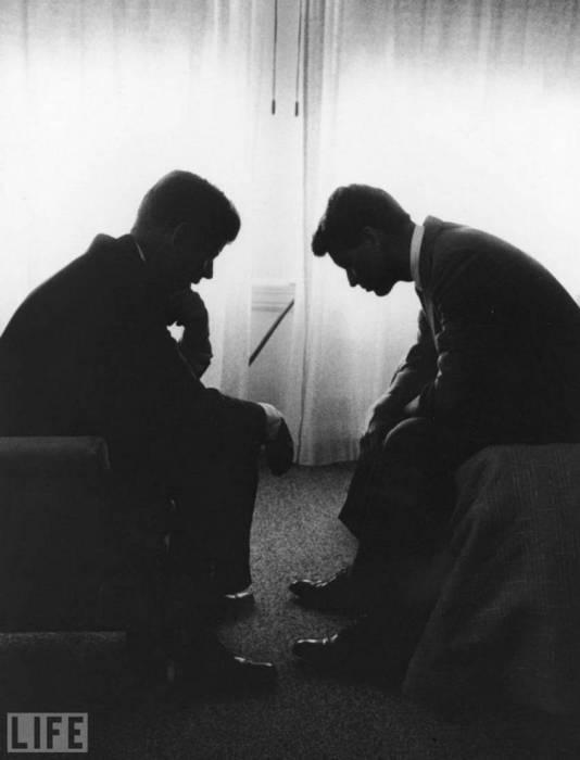 Джон Кеннеди со своим братом Робертом.
