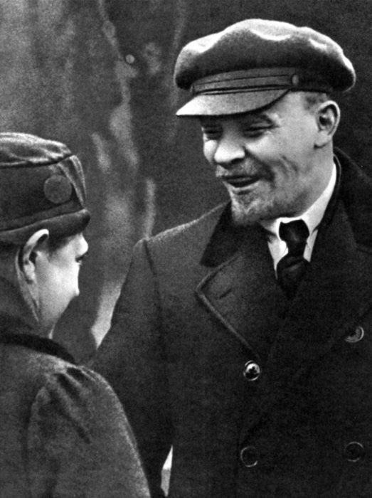 Владимир Ленин с супругой Крупской Надеждой Константиновной.