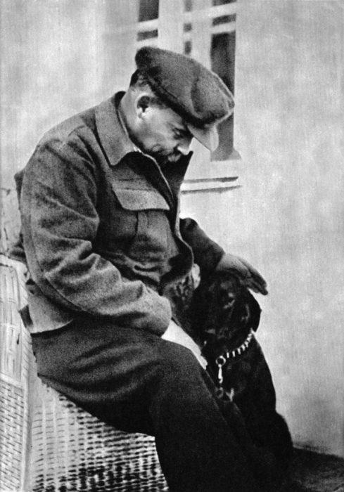 Владимир Ленин в Горках на лечении в 1922 году.