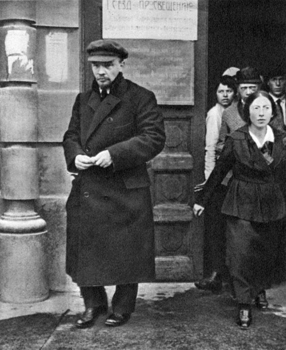 Владимир Ленин после окончания заседания Всероссийского съезда просвещения.