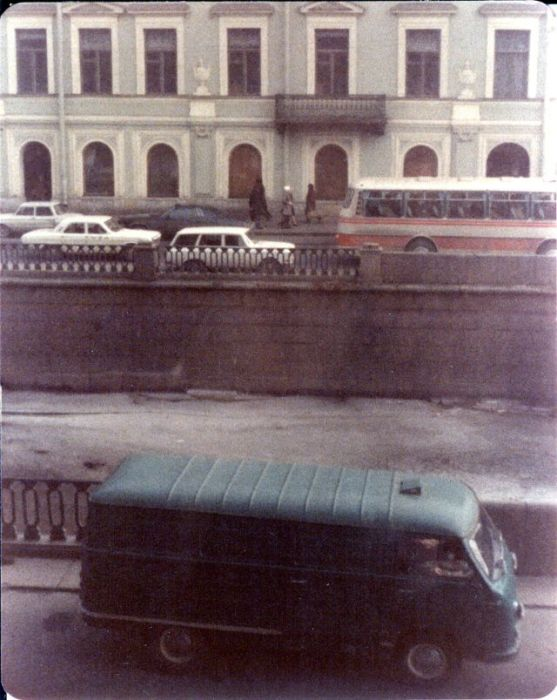 Автомобиль из серии микроавтобусов, выпускавшихся Рижской автобусной фабрикой. СССР, Ленинград, 1976 год.