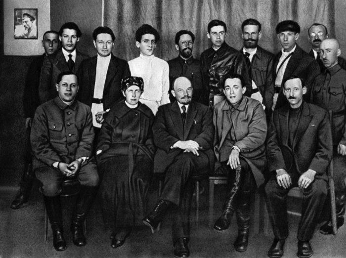 Групповой снимок Ленина и сотрудников «Центропечати».