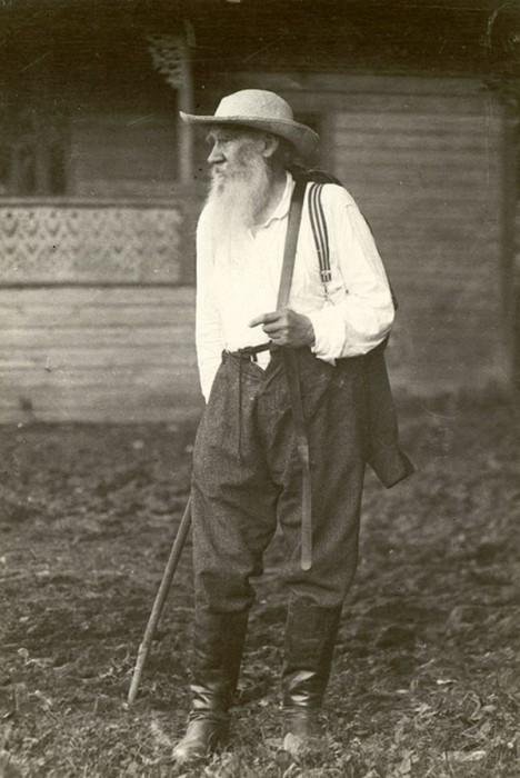 Лев Толстой, июль 1907 года. Тульская губерния, деревня Ясенки.