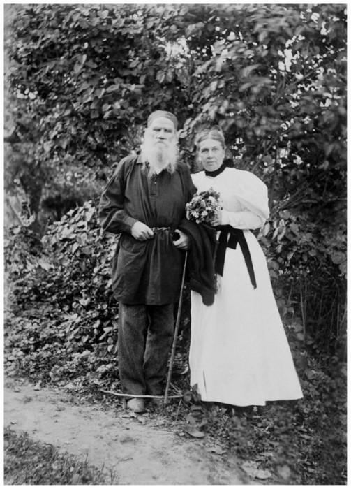 Лев и Софья Толстые в 34-ю годовщину их свадьбы, 23 сентября 1896 года. Тульская губерния, Крапивенский уезд, деревня Ясная Поляна.