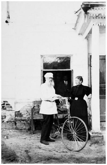 Лев и Софья Толстые, 1895 год. Тульская губерния, Крапивенский уезд, деревня Ясная Поляна.