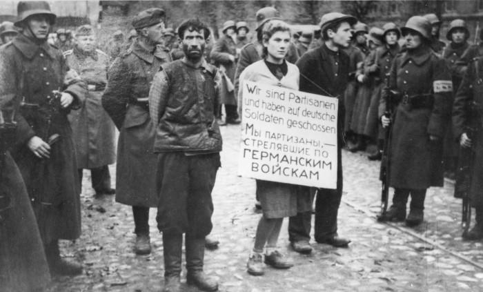 Первая публичная казнь на оккупированной немцами территории.