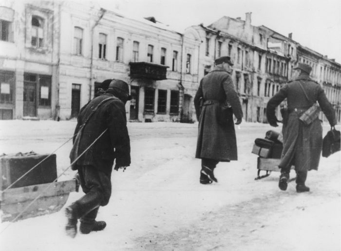 Чтобы выжить во время оккупации местным жителям приходилось работать на немецких оккупантов.