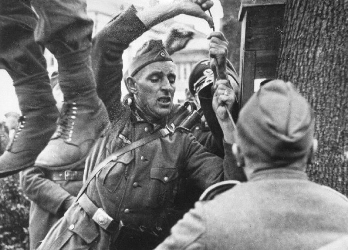 Казнь местного жителя, который убил в Витебске немецкого солдата.