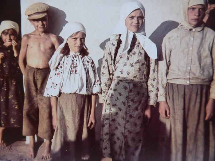 Советские дети из деревни Новинки. Минская область, 1941 год.