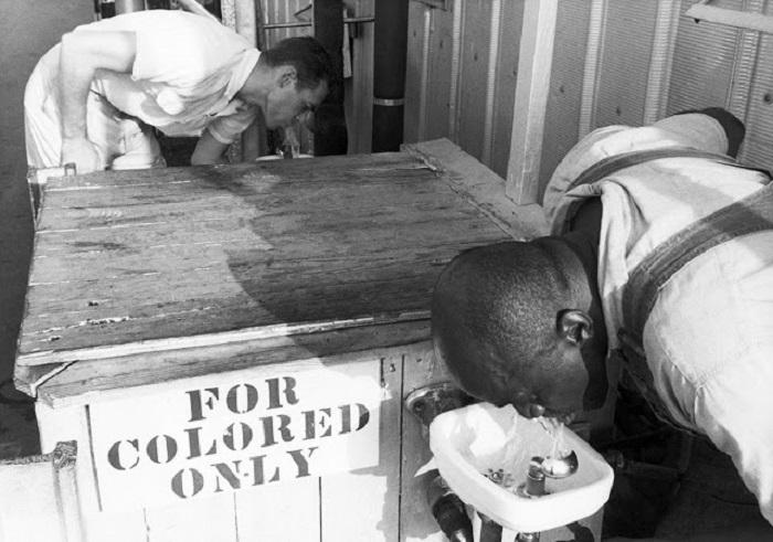 В 1960-е годы США начало проводить политику сегрегации.