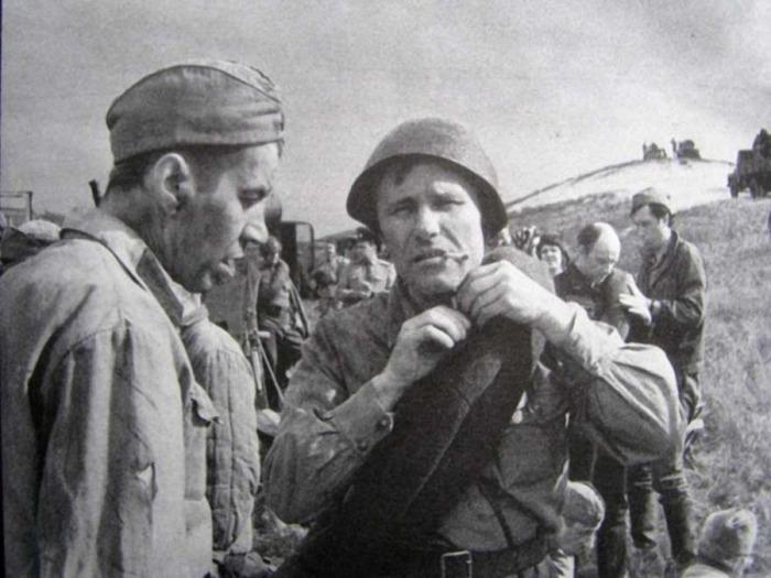Георгий Бурков и Василий Шукшин в фильме «Они сражались за Родину».