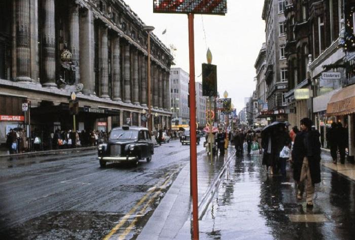 Одна из улиц Лондона и одна из основных улиц Вестминстера.