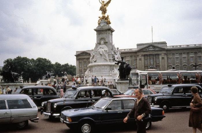 Вин на официальную лондонскую резиденцию британских монархов.