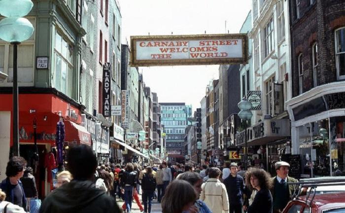 Небольшая пешеходная улица в Лондоне, которая расположена вблизи Оксфорд-стрит.